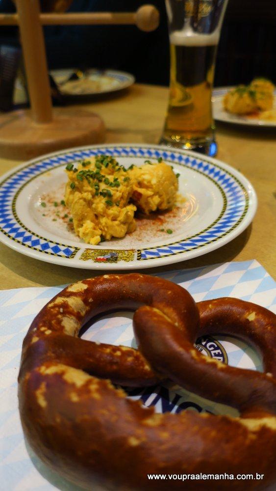Brezel e Obazda: comidas que você pode apreciar em um Biergarten de Munique