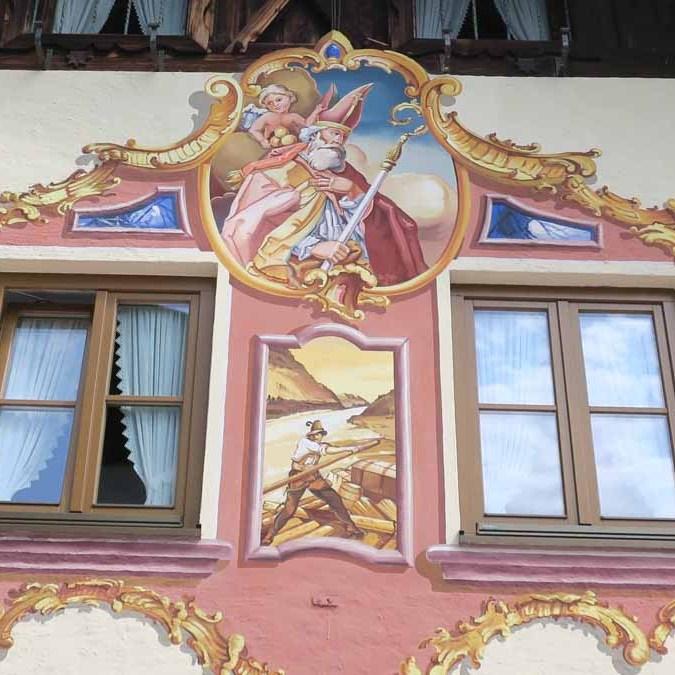Afrescos na fachada das casas em Mittenwald