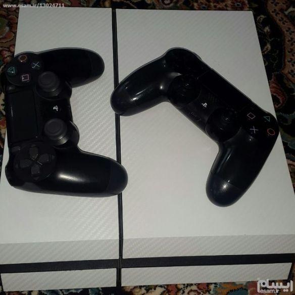 PS4 et 2 manette 4cd