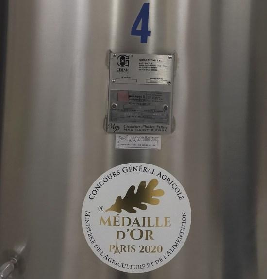 Moulin-Saint-Pierre-Medaille-d-or-Huile-Olive-Karine-Lorenzi-LesTalentsDici.com