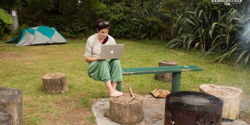 Digital nomad - camping en forêt - Nouvelle-Zélande