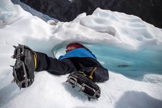 Une exploratrice au Glacier Franz Josef