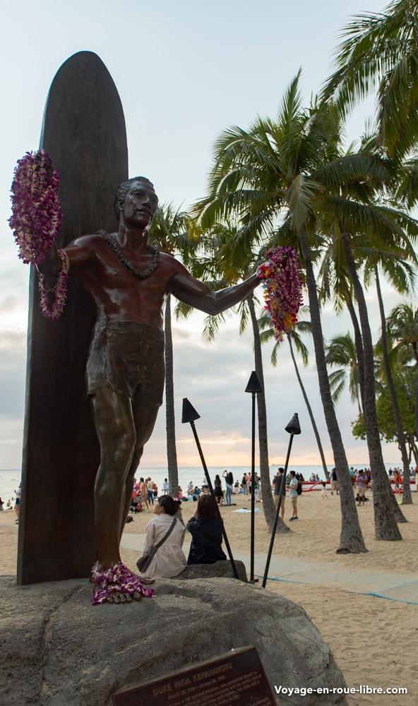 Duke Kahanamoku, le célèbre nageur - surfeur de Hawaï