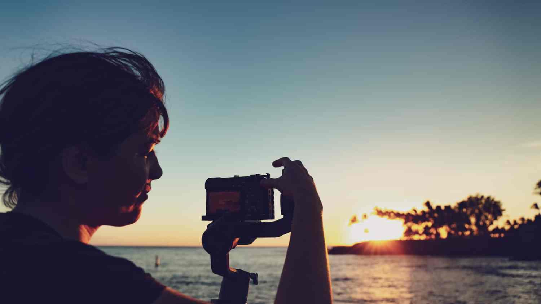 Mumu - en train de réaliser une prise vidéo à Hawaï