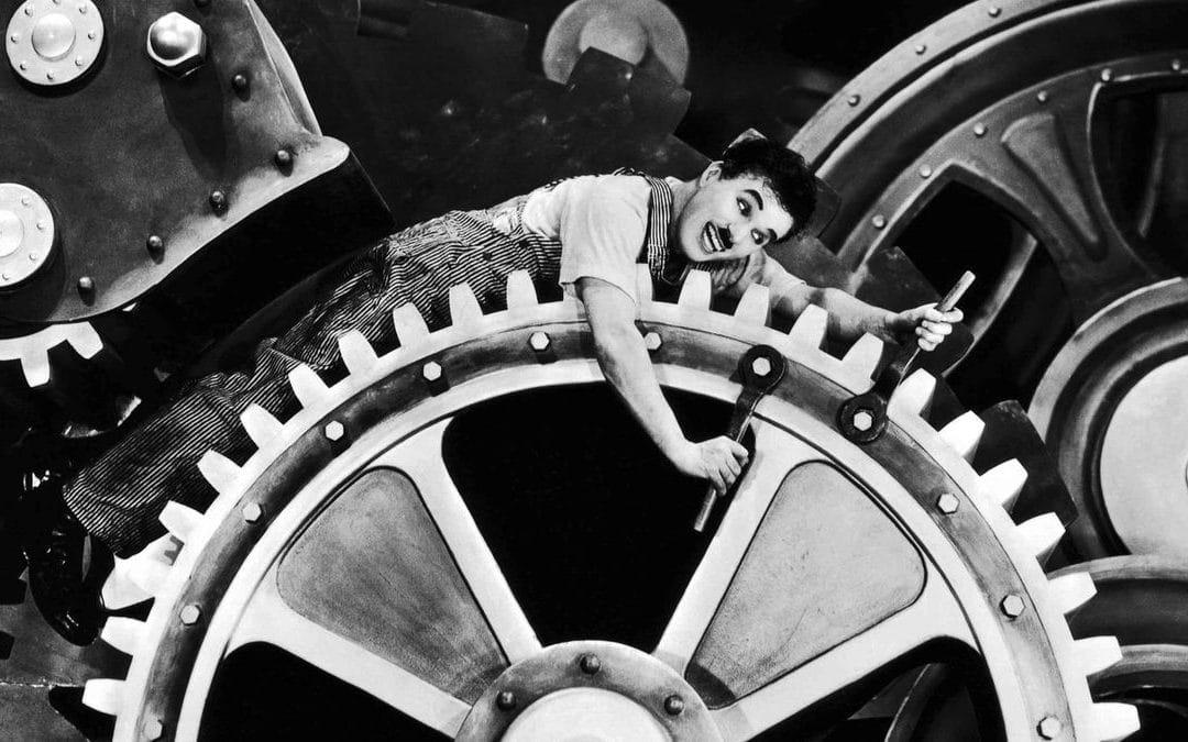 La révolutio industrielle et l'organisation du travail qui en découle a mené à l'hyper-spécialisation.