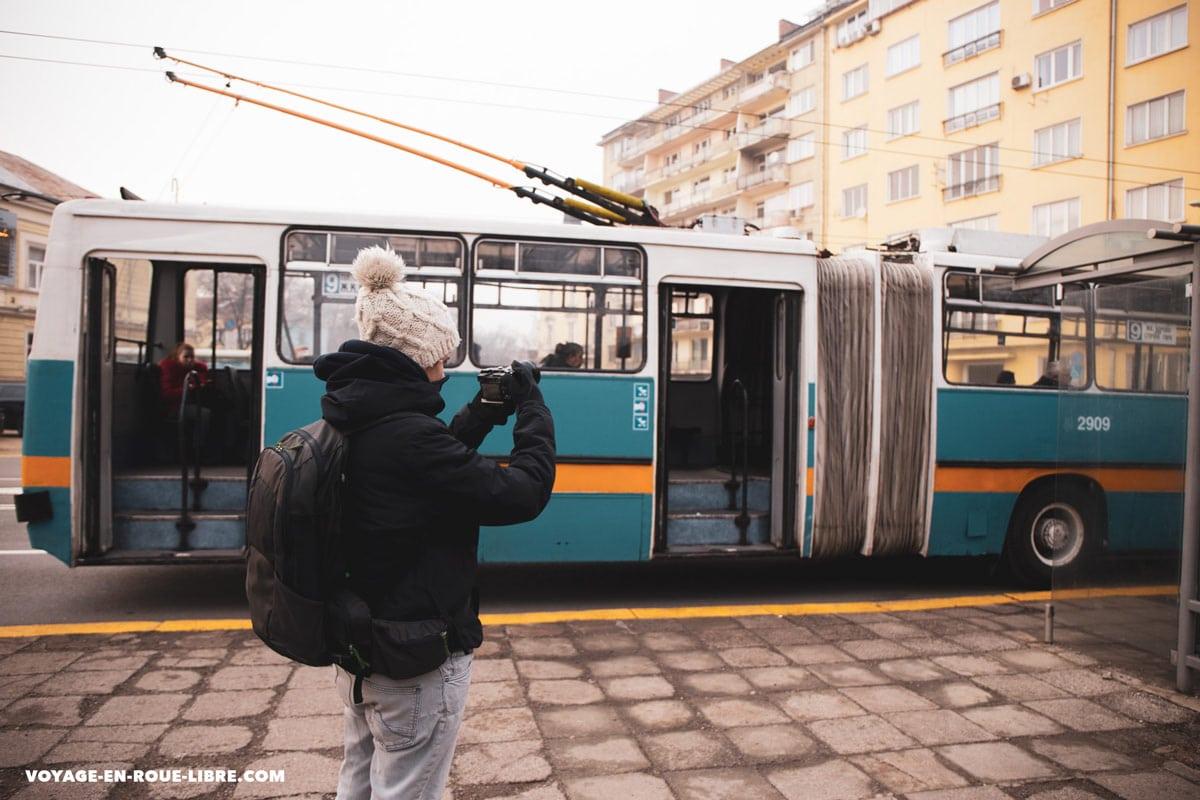 Clem filme dans les rues de Sofia en Bulgarie