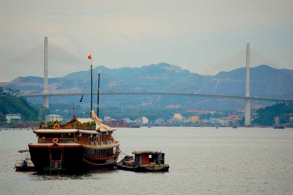 Pont de Bãi Cháy, baie d'Ha Long, Vietnam