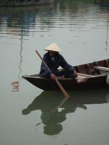 Sur la rivière THU BON à HOI AN au VIETNAM