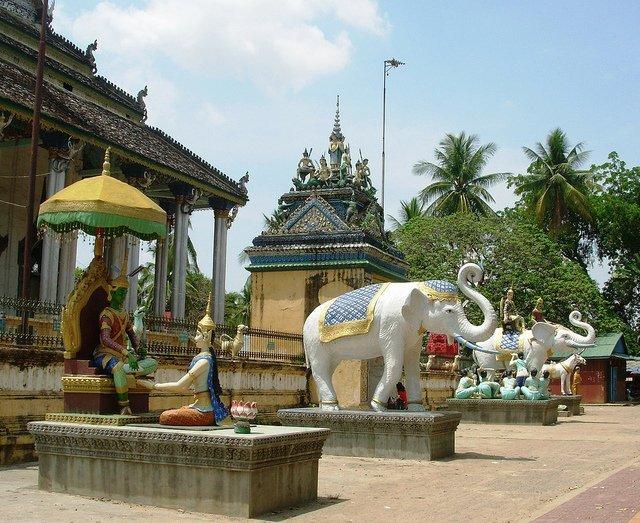 Pagode - Battambang par Jacques Beaulieu