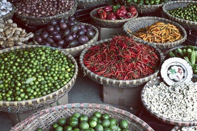 Stand sur le marché d'Hanoi par Ika Ink