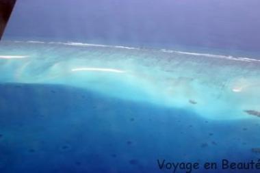 Survol des atolls en hydravion