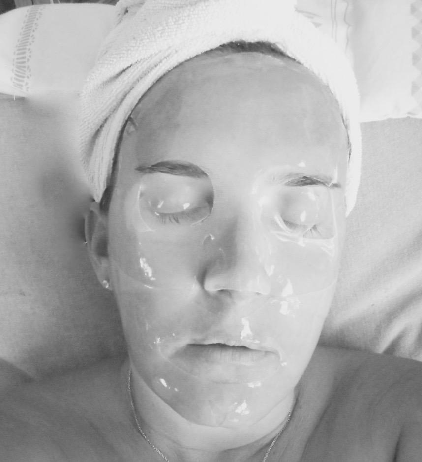 le masque seconde peau l 39 acide hyaluronique de magicstripes une surprise voyage en beaut. Black Bedroom Furniture Sets. Home Design Ideas