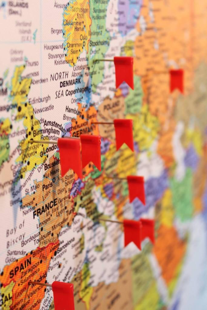 carte-monde-drapeau-voyage-cadeau-fete-peres-homme