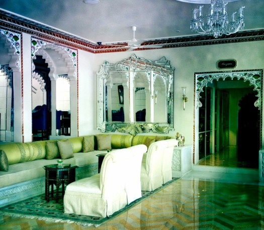 lake-palace-udaipur-lobby