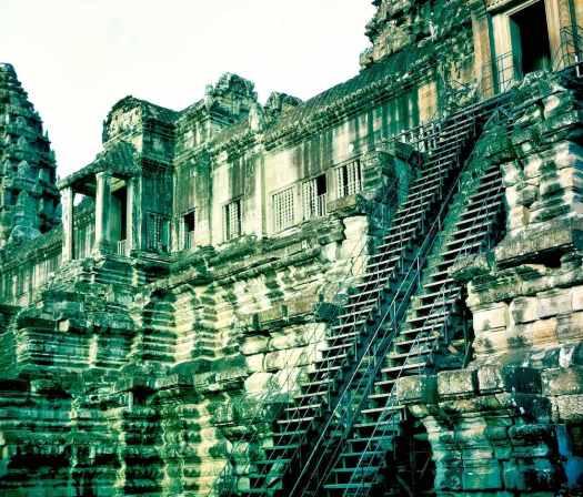 angkorwat-stairs