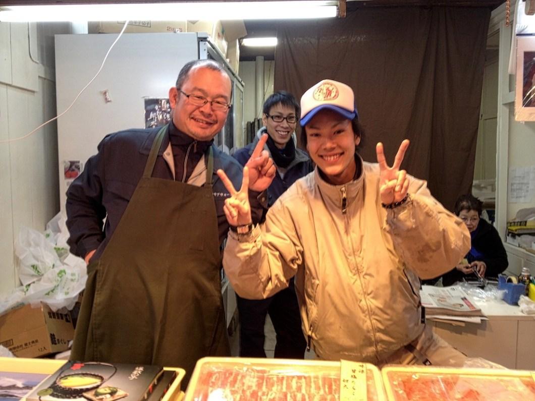 tsukiji-market-happy-vendors