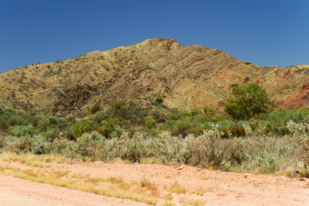 macdonnell-ranges-trephina-gorge-road-2