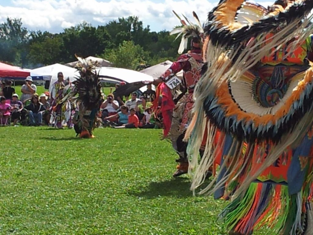 Pow wow Akwesasne danseurs - Canada