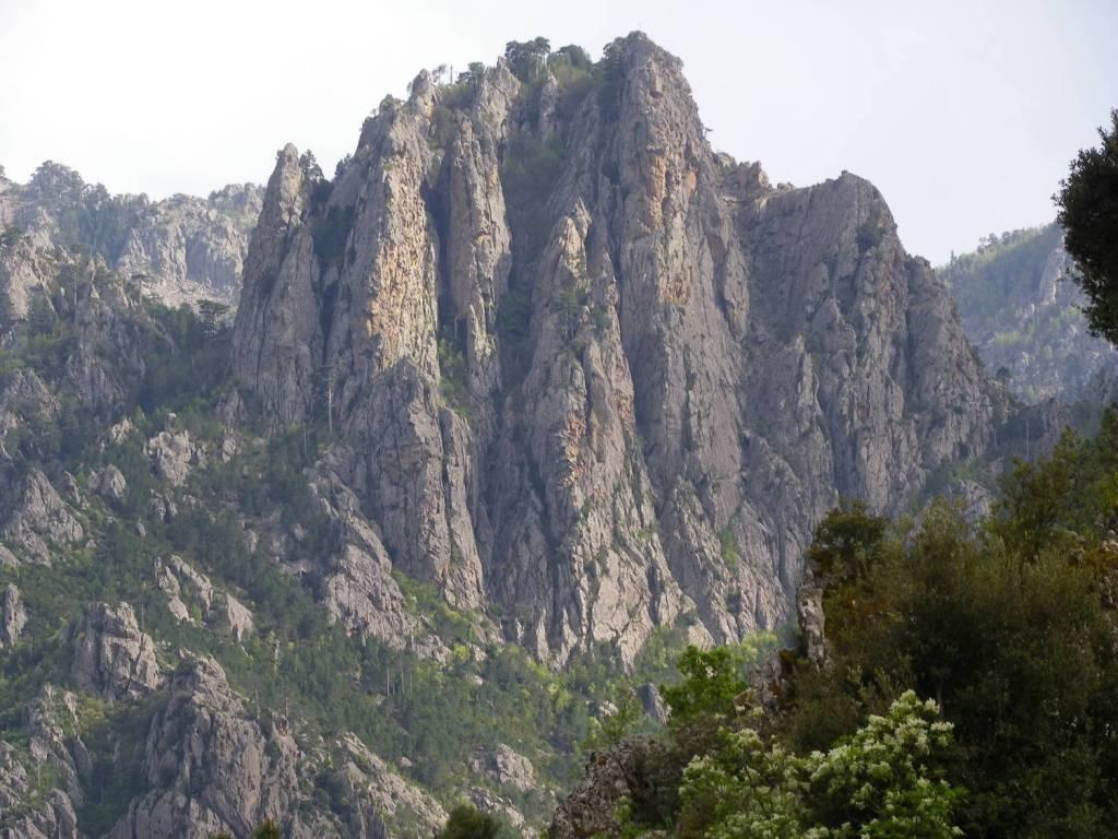 Falaises surplombant Ghisoni - Ghisoni, Corse