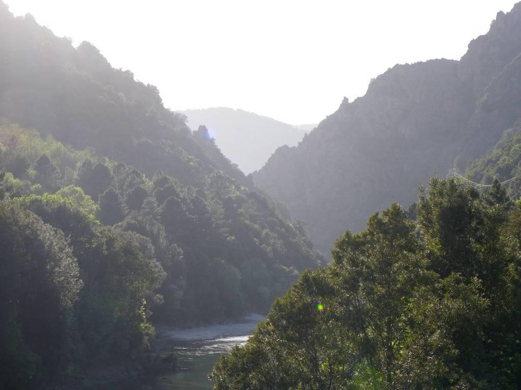 Et au milieu coule une rivière - Corse