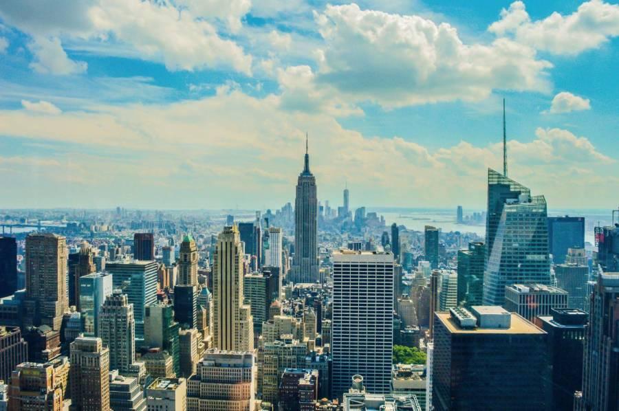 Des touristes new york voyageurs sans fronti res for Building sans fenetre new york
