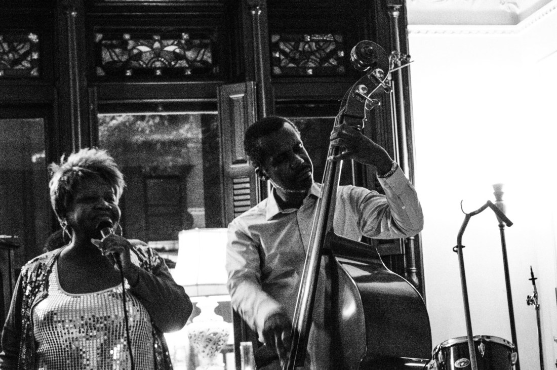Bonzella singing and Eric at the double bass - New York, USA