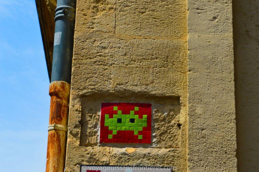 Un space invader dans l'Ecusson - Montpellier, France