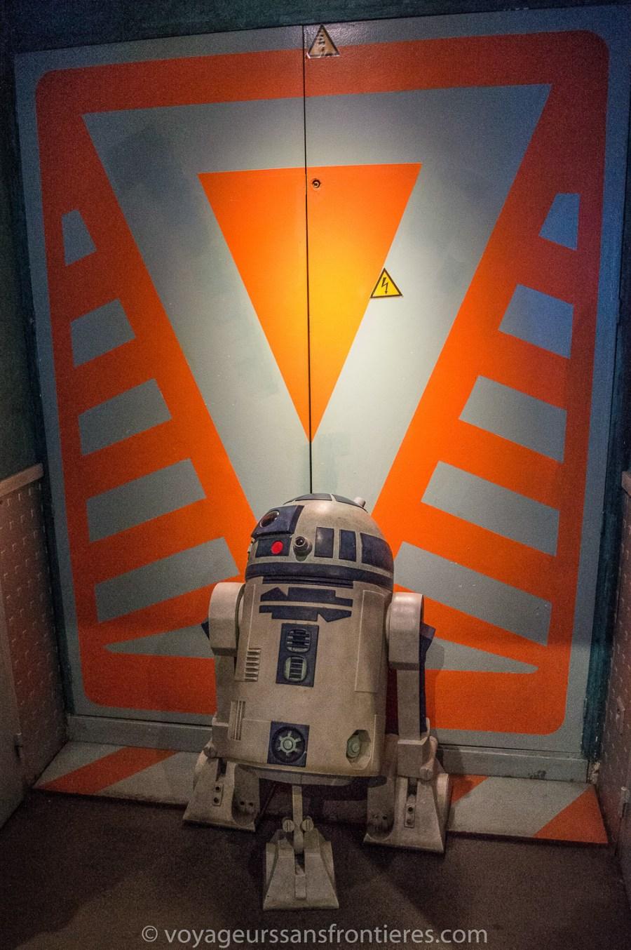 R2-D2 au Dernier bar avant la fin du Monde - Paris, France