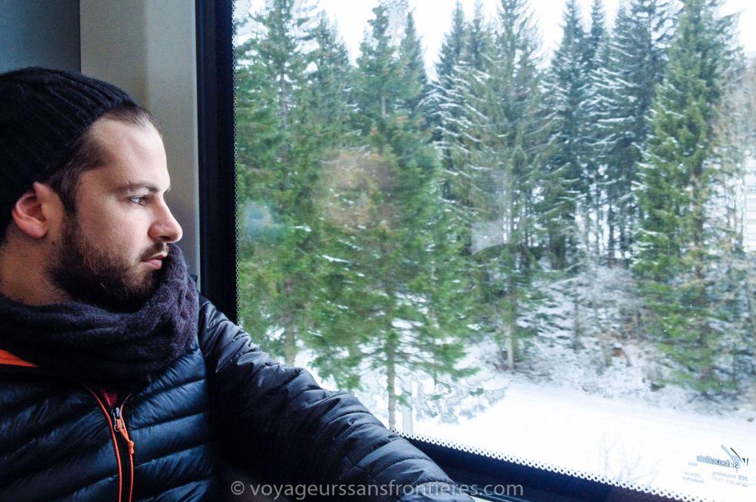 Séb dans le train en route vers la Vallée de Joux - Suisse