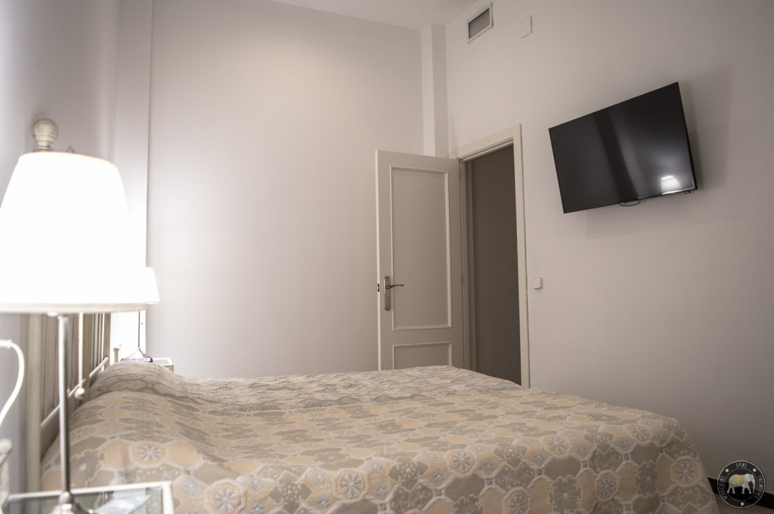 Room in our apartment booked at the Patio de la Cartuja with Bookbedder - Seville, Spain