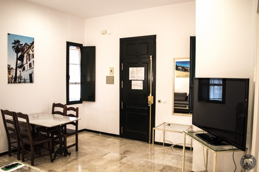 Salon de notre appartement au Patio de la Cartuja réservée avec Bookbedder - Séville, Espagne