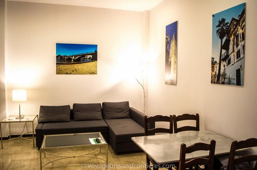Salon de notre appartement au Patio de la Cartuja réservé avec Bookbedder - Séville, Espagne