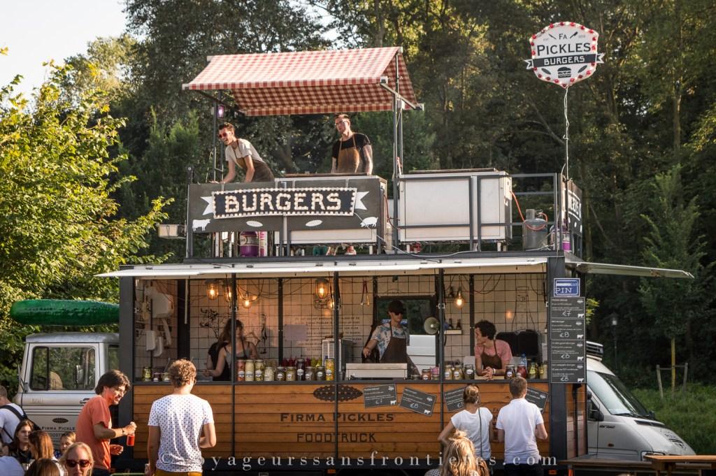 L'impressionant food truck de Firma Pickles sur 2 étages au TREK Festival - La Haye, Pays-Bas