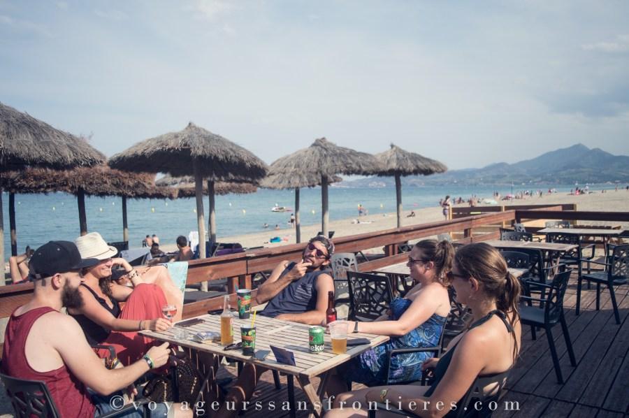 Boire un verre entre amis au Coco Beach - Argelès-sur-mer, France