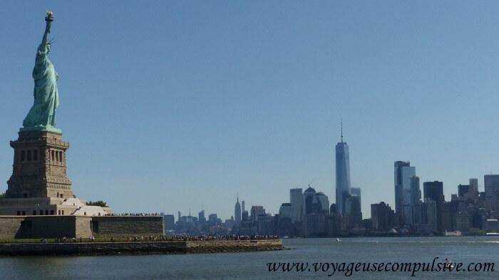 Vue sur la statue de la liberté et Manhattan, depuis le bateau de Statue Cruises