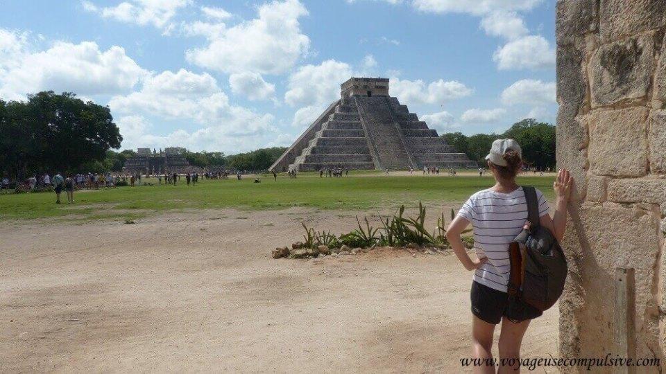 Panorama imprenable sur la pyramide de kukulcan à Chichen Itza dans le Yucatan au Mexique.