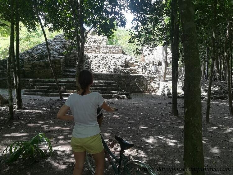 Une des nombreuses pyramides du site archéologique de Cobá, que l'on a parcouru à vélo.