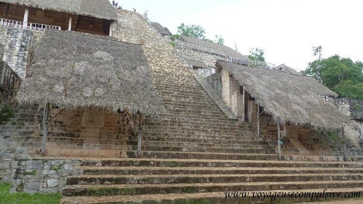 Vue sur les escaliers de la plus grande pyramide d'Ek Balam, La Torre.