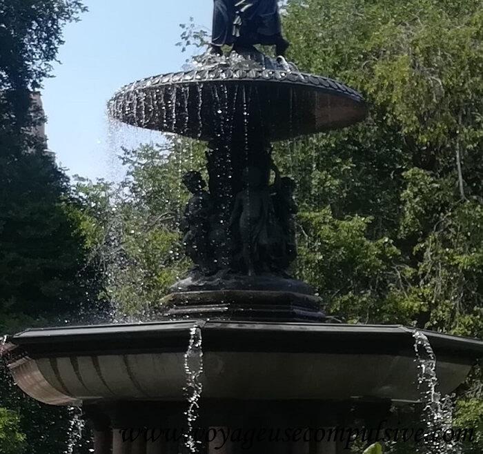 Zoom sur les chérubins de la fontaine Bethesda à Central Park