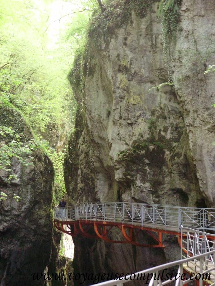 Vue sur Les Gorges du Fier qui se trouvent à 10 kilomètres du centre ville d'Annecy.