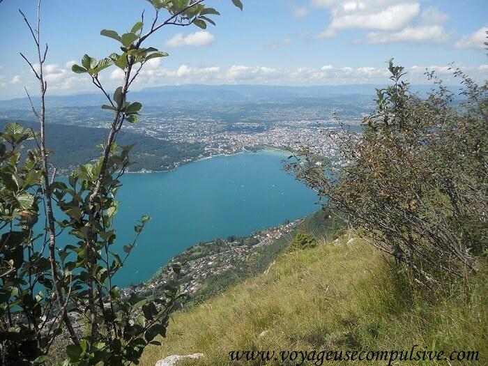 Vue sur le lac d'Annecy depuis le Mont Barron.