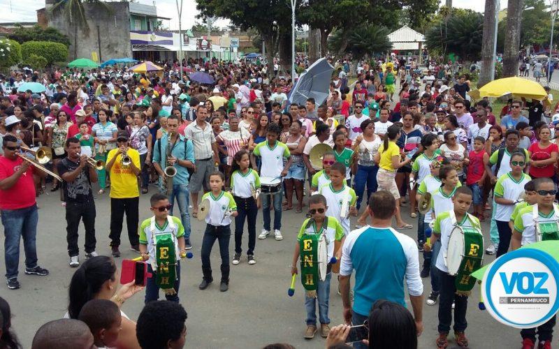 Escolas se apresentam no desfile de 7 de Setembro em Carpina