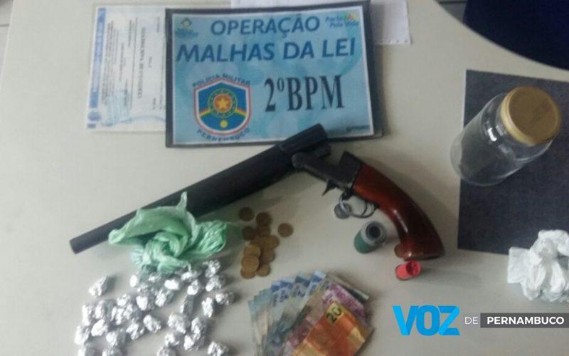 Menor é detido com arma e drogas em Carpina