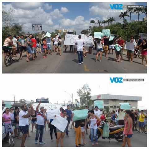 Universitários realizaram protesto e fecharam a PE-90 em Carpina