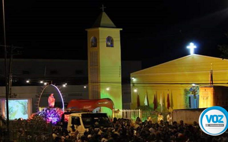 Festa do Sagrado Coração de Jesus encerra com procissão e missa em Carpina