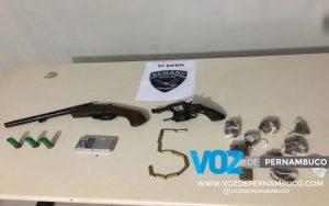 Polícia apreende armas e drogas com homem em Goiana