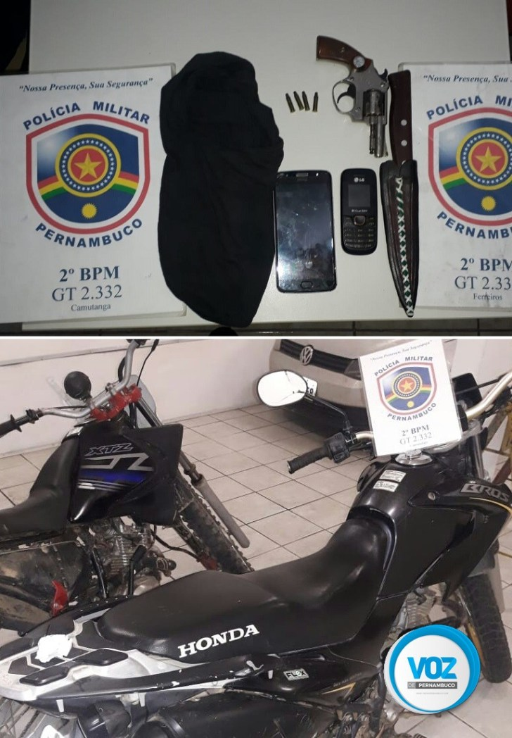 Dupla é detida com arma e motos roubadas em Ferreiros