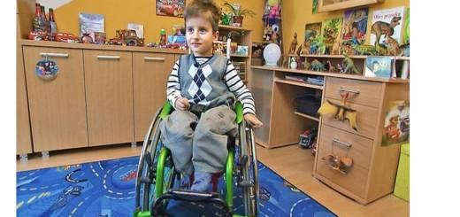 detský invalidný vozik