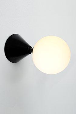 applique murale cone et sphere noire atelier areti luminaires design en cristal et en metal ref 17060207