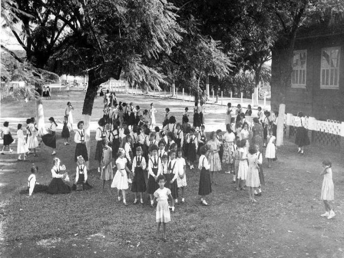 Colégio Nossa Senhora do Rosário funcionava atrás do COlégio Barão de Mauá (Foto de 1958)